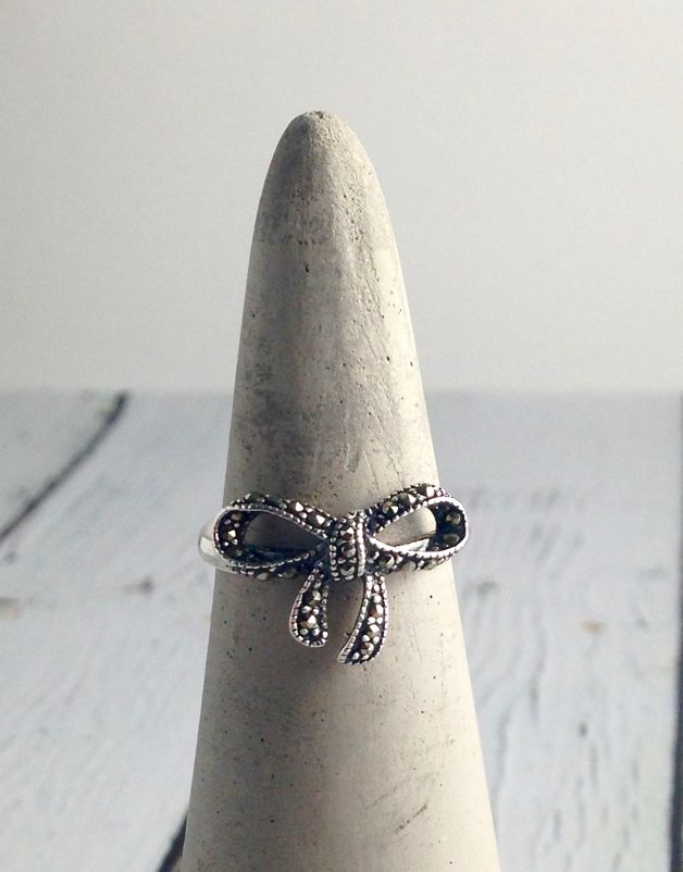 Sterling Silver Marcasite Bow Ring SIze 8