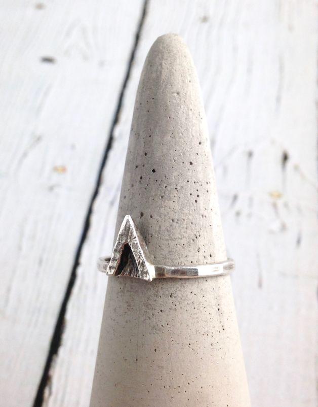 Sterling Silver V Ring, Size 8