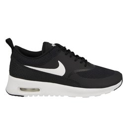 Nike Tech The Nike Air Max Thea Women's Shoe is equipped with premium lightweight cushioning and a sleek, low-cut profile for lasting comfort and understated style.