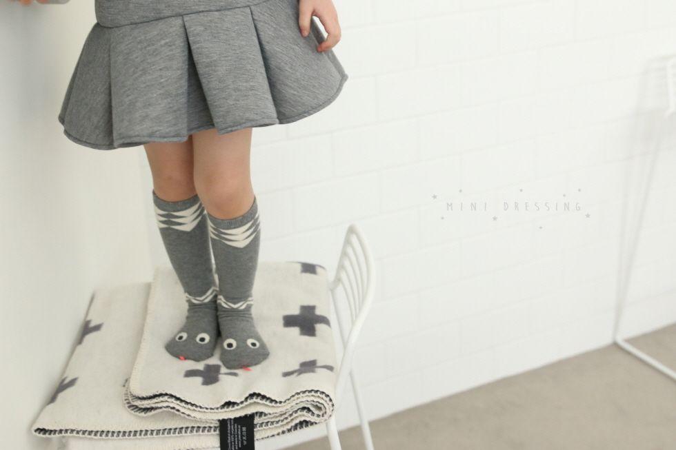 Mini Dressing Mini-Dressing, Snake Knee Socks