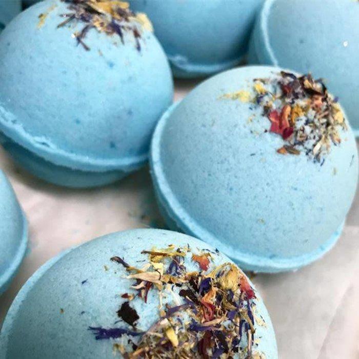 Cashmere & Silk Bath Bombs - 5.5 oz