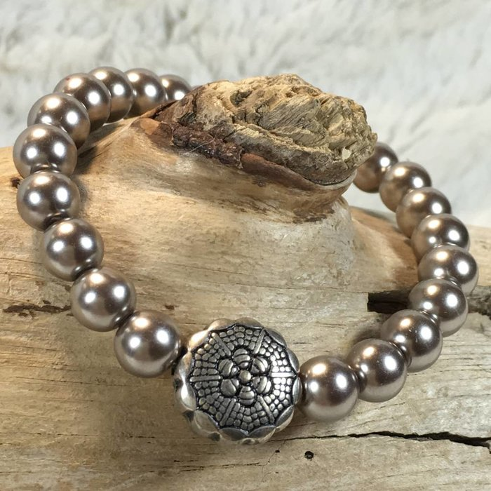 Silver Pearl & Concho Stretch Bracelet