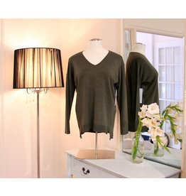 TRIBAL V-Neck Pullover