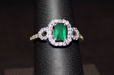 14kw .51ct Emerald & .32ctw Dia Fashion Ring