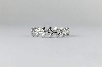 14k White Gold Leaf Vine Stackable Band Ring (Size 6)