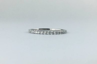 18k White Gold .19ctw Diamond Stackable Wedding Band Ring (Size 5.5)