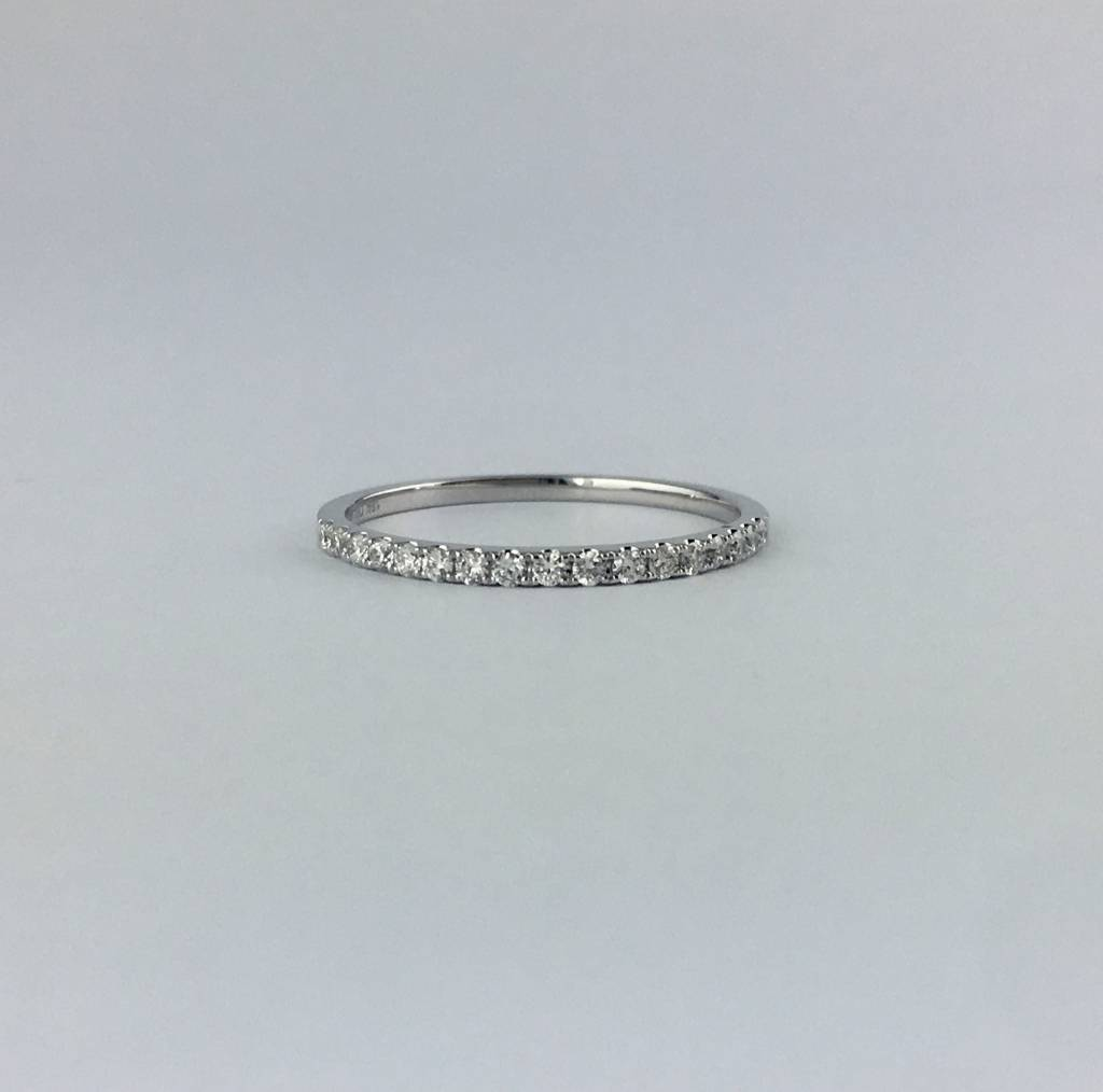 Brentwood 18k White Gold .19ctw Diamond Stackable Wedding Band Ring (Size 6)