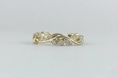 10k Yellow Gold 1/7ctw Diamond Stackable Leaf/Vine Wedding Band (Size 7)