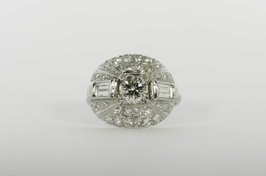PLAT 1.02CT-CTR 2-5/8CTW ENGAGEMENT RING WITH ROUND BRILLIANT CENTER, 2 BAGUETTES 5/8CTW, 32 ROUND BRILLIANTS 1CTW