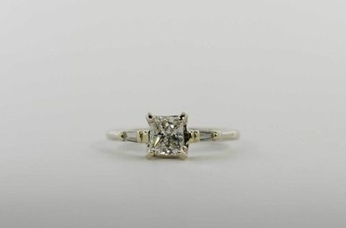 14KW .97CT-CTR (G-H/SI1) 1-1/6CTW ENGAGEMENT RING WITH PRINCESS CUT CENTER & 2 BAGUETTES