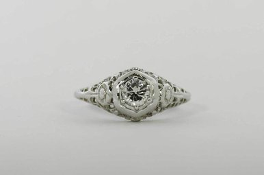 18KW .36CT-RB VINTAGE SOLITAIRE DIAMOND ENGAGEMENT RING WITH ROUND BRILLIANT