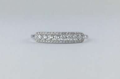 14k White Gold .22ctw Diamond Station Stackable Band Ring (Size 6)