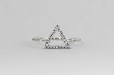 14KW .18CTW TRIANGLE LADIES DIAMOND RING
