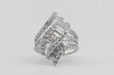 18KW 3.06CTW LADIES DIAMOND FASHION RING WITH ROUNDS & BAGUETTES
