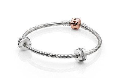 PANDORA Rose Iconic Gift Set - 18 cm / 7.1 in  (Includes qualifying Rose charm, valued up to $80)