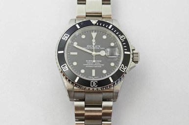 STAINLESS PREOWNED GENTS SUBMARINER ROLEX WITH BLACK DIAL & BEZEL