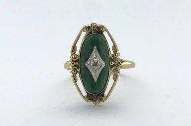 10k Yellow Gold Jade Oval & Diamond Vintage Style Ring (Size 6)