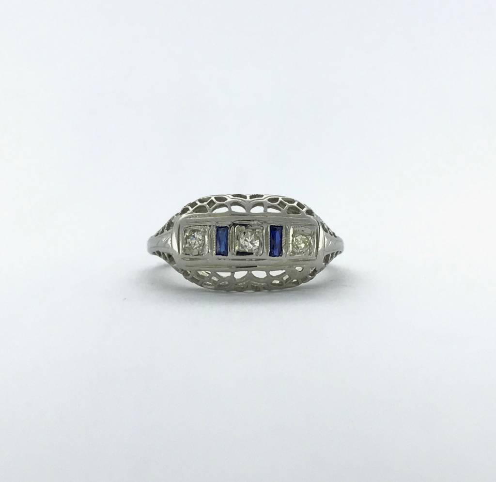 Brentwood 18k White Gold 1/10ctw Diamond & Sapphire Vintage Ring (Size 5.5)
