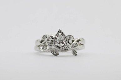 14KW 1/4ctw Pear & Round Brilliant Diamond Halo Wedding Set with Vine Details