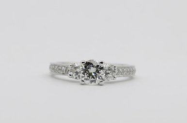 18KW .90ct-Ctr I/SI1 1.5ctw Round Brilliant Diamond Engagement Ring