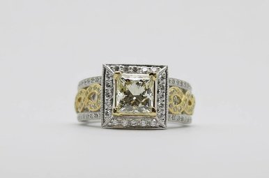 14kw/y 2ct-Ctr 2.6ctw Halo Diamond Engagement Ring (Princess Cut Center)