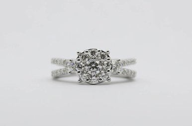 14kw 1ctw Round Brilliant Diamond Cluster Engagement Ring