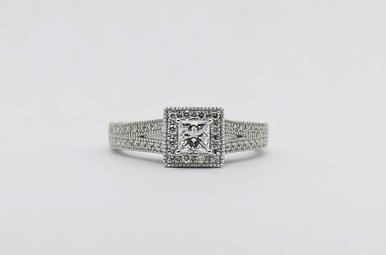 14kw 1/3ct-Ctr 3/4ctw Princess Cut & Round Brilliant Diamond Halo Engagement Ring