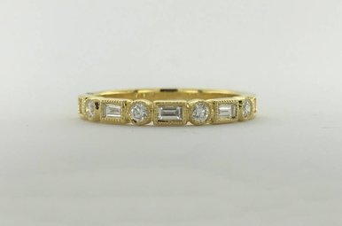 18k Yellow Gold .13ctw Diamond Round/Baguette Milgrain Stackable Wedding Band (Size 6.5)