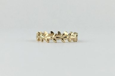 14k Yellow Gold Leaf Vine Stackable Band Ring (Size 6)