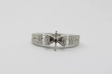 18kw .32ctw Round & Baguette Diamond Semi Mount Engagement Ring