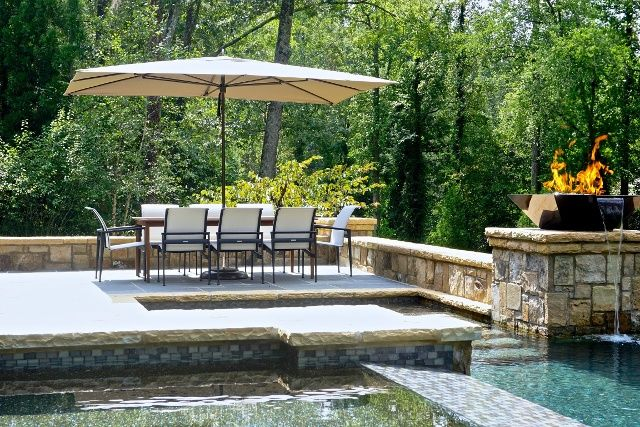Luxurious Backyard Retreat in West Paces Ferry