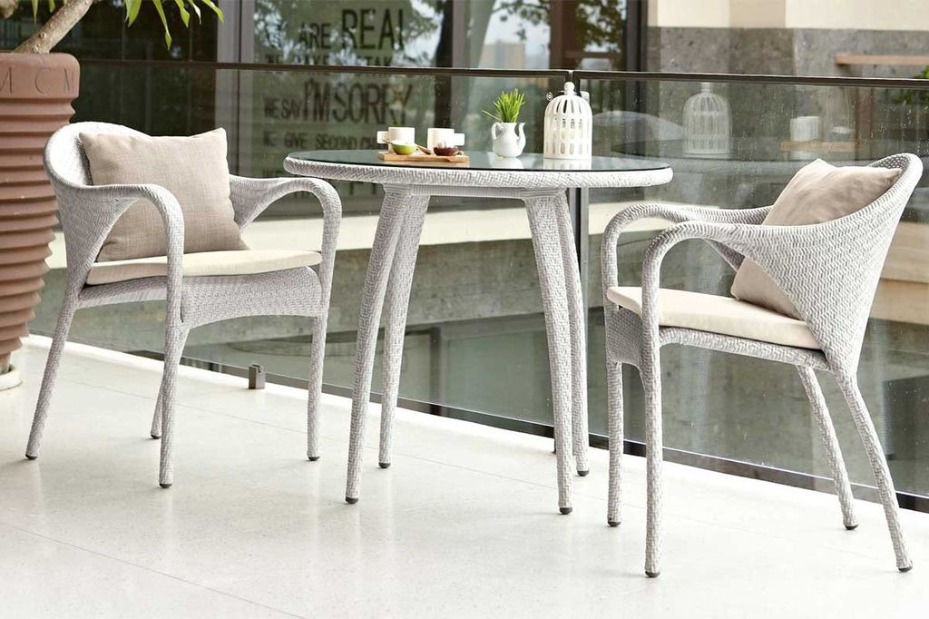 Tango 35 5 Inch Round Dining Table With Clea Gl Top