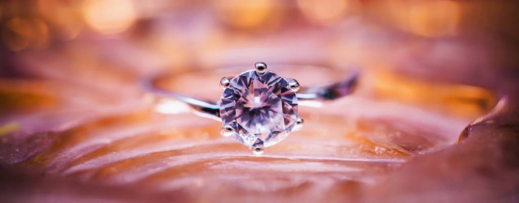What You Should Know While Buying a Diamond Ring