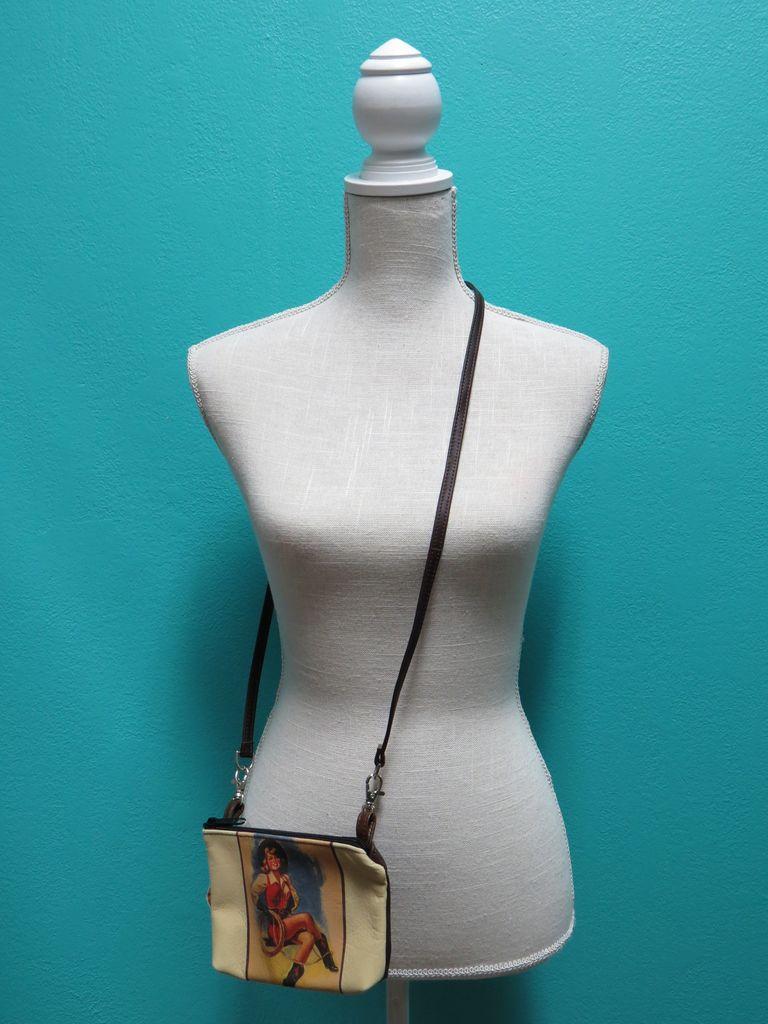 Bag Hipster w/ Strap-Girl Sitting