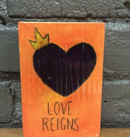 Decor Love Reigns Wooden Sign