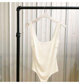 Day & Night Simple Scoop Neck Body Suit