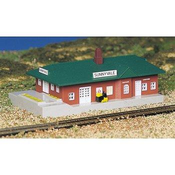 Bachmann N Built Up Passenger Station # 45908