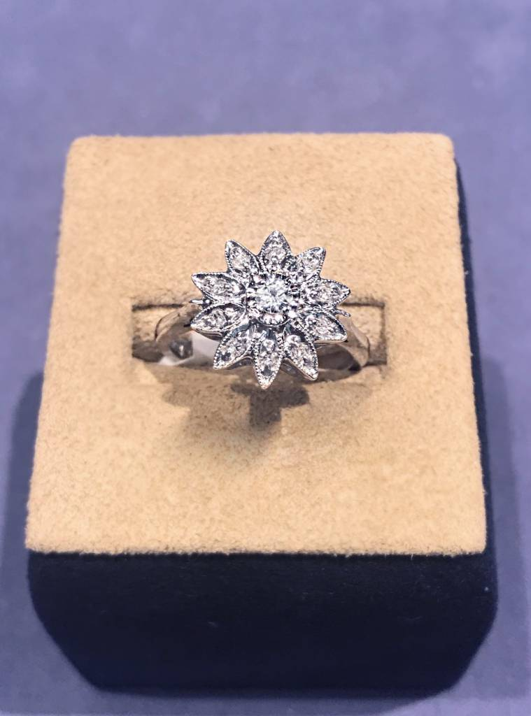 Vintage flower diamond ring