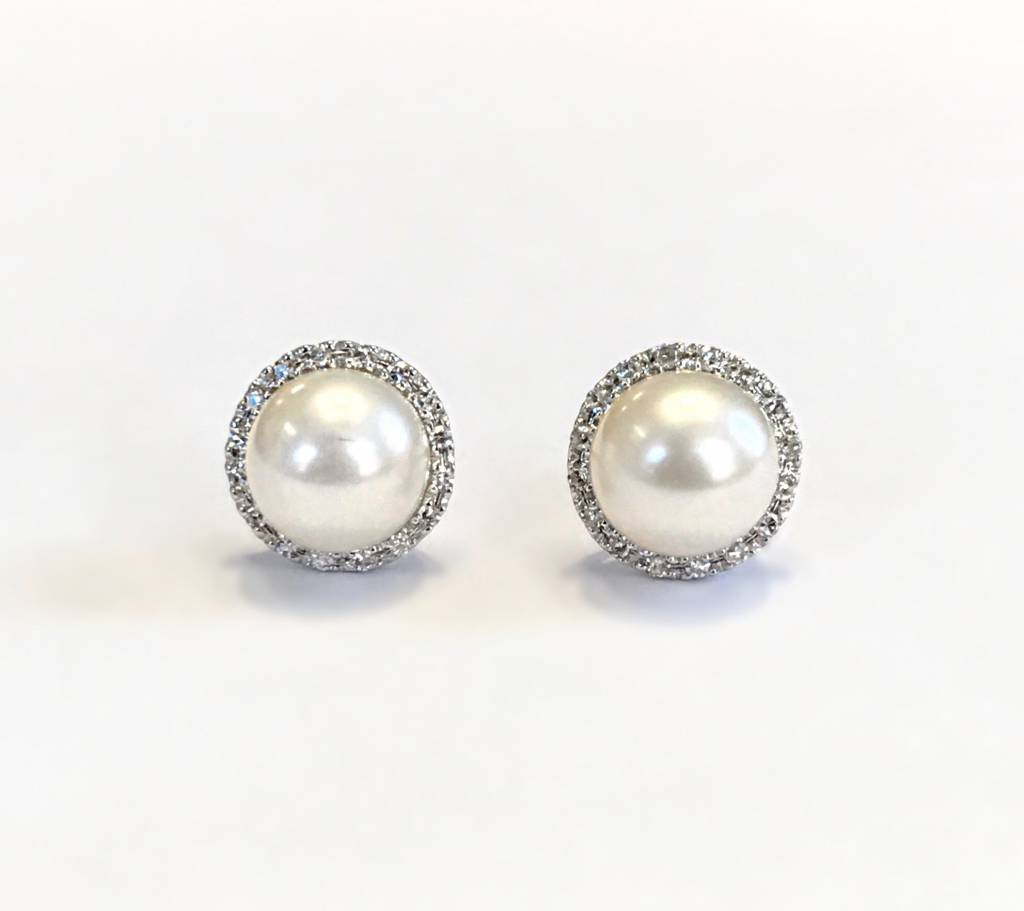 E9694 Pearl and halo diamond earrings