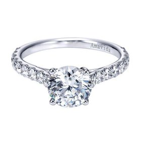 Luciole Shared Prong Diamond Setting