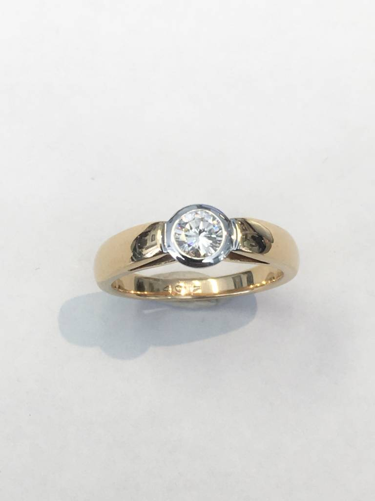 Freedman 0.40 ct rd H/I VS2/SI1 14kt yg bezel ring