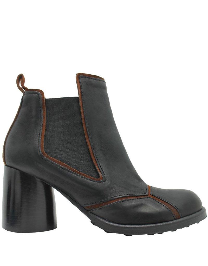 Ixos Ixos Black and Camel Round Toe Chelsea Boot 1017