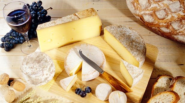 No Longer Floppy Slices--The Artisan Cheeses of America