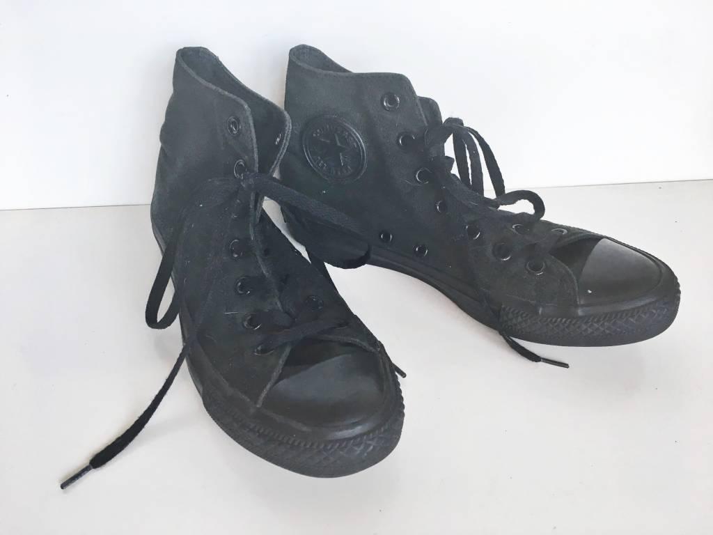 Converse Black Chuck Taylor Sneaker (6)