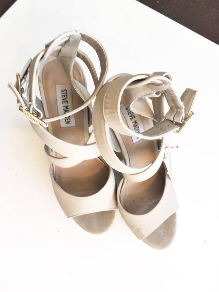 Steve Madden Nude Double Strap Wedges (6.5)