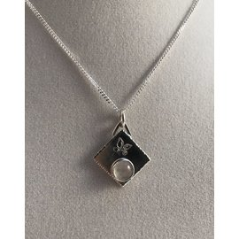 Stone on Silver Silver and Moonstone Necklace