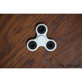 iT's FidGetY iTs FidGetY Spinner White CLOSEOUT