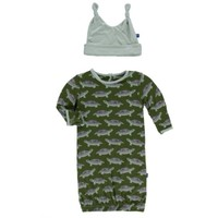 KICKEE PANTS KICKEE PANTS PRINT LAYETTE GOWN &amp; DOUBLE KNOT HAT SET<br /> IN MOSS TURTLE