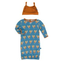 KICKEE PANTS PRINT LAYETTE GOWN & DOUBLE KNOT HAT SET IN PARISIAN ROOSTER