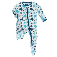 KICKEE PANTS PRINT FOOTIE WITH ZIPPER IN CONFETTI STAR
